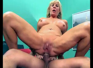 Mature woman gets fucked