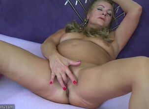 Naked mature pussy